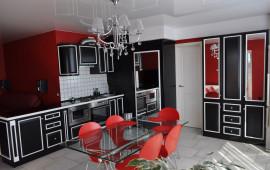 Фото черно бело красной кухни на заказ