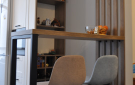 На фото кухня по Каштановой аллее с барной стойкой. Дизайнер Юля