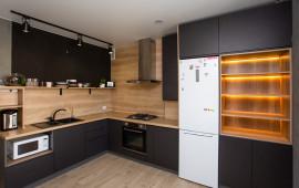 На фото кухня в современном стиле по ул.Аксакова @kirillsharenko Фасады матовая эмаль, дизайнер