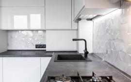 Кухня с видом на столешницу