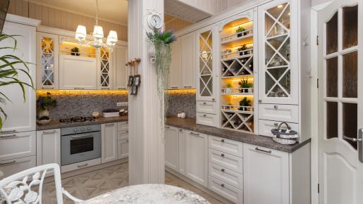 Кухня с вензельками