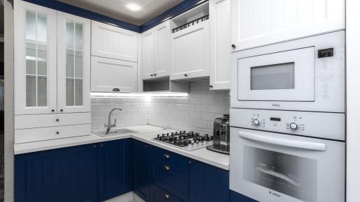 Кухня синяя с белым