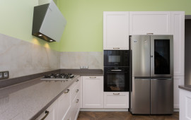 Фото кухни с пеналом