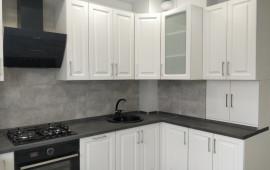 Угловая кухня с котлом в частном доме